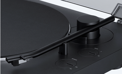 Close-up shot of the wireless turntable's newly designed straight aluminum tone arm