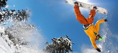 Image of snowboarder showing blur-free detail with X-Motion Clarity™